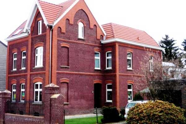 Jugenhaus Strasseseite