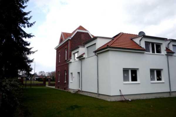 Jugenhaus Gartenansicht